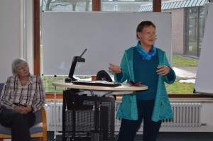 """Heike Vaupel, ein MItglied der Arbeitsgruppe  """"Öffentlichkeitsarbeit"""" berichtete über die erarbeiteten Vorschläge zur Gewinnung weiterer Mitbewohner."""