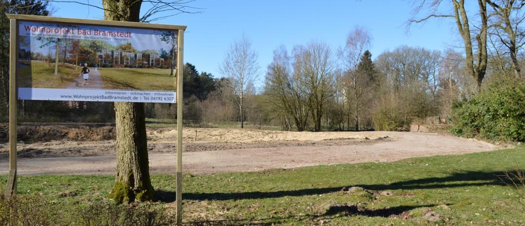 Hier werden wir bauen. Blick über die Baugrube in das Auental des Kurparks