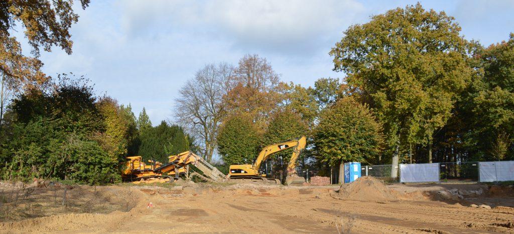 Blick von Park auf unser Grundstück. Das Gelände wir für den Bau vorbereitet.